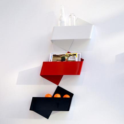 Press kit   728-10 - Press release   LOUDER. CLEARER. - Loud+Clear, the design market - Event + Exhibition - Tat Chao - étagères zigzag - Photo credit: Tat Chao