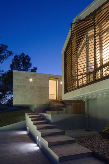Dossier de presse | 921-03 - Communiqué de presse | Individual House - Elodie Nourrigat et Jacques Brion architectes - Immobilier - Crédit photo : Paul KOZLOWSKI
