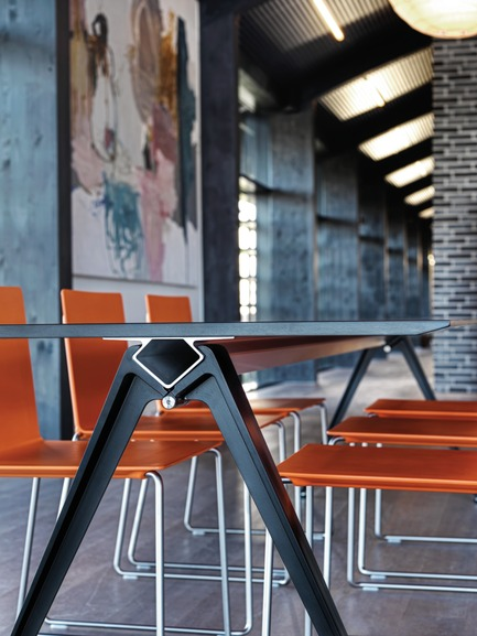 Dossier de presse | 809-13 - Communiqué de presse | Azure announces the winners of the fifth annual AZ Awards - Azure Magazine - Concours - Furniture Systems: Randers + Radius: Grip Tablesystem, by GrumDesign<br> - Crédit photo : n/a