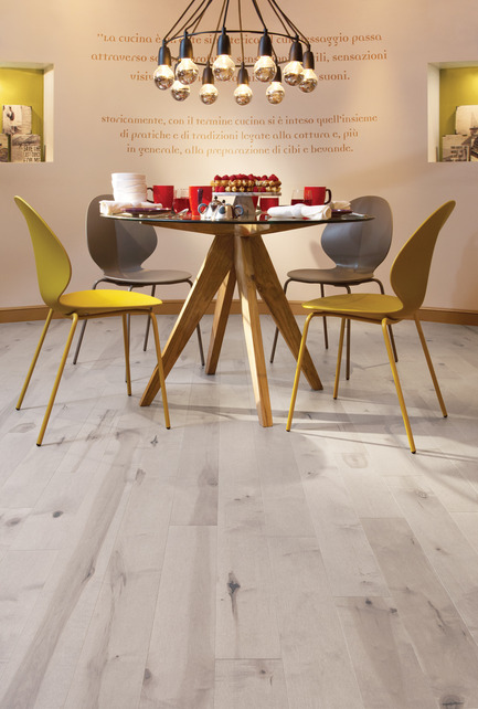 Press kit | 1639-01 - Press release | The new Flair collection by Mirage - Mirage Hardwood Floors - Residential Interior Design -  Maple Snow Drift - Heavy character<br>  - Photo credit: Planchers Mirage<br>