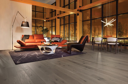 Press kit | 1639-01 - Press release | The new Flair collection by Mirage - Mirage Hardwood Floors - Residential Interior Design - White Oak Dark Leaf - Heavy character<br> - Photo credit: Mirage Hardwood Floors<br>