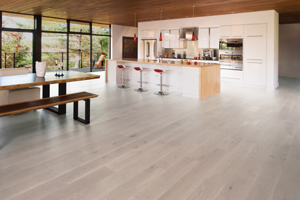 Press kit | 1639-01 - Press release | The new Flair collection by Mirage - Mirage Hardwood Floors - Residential Interior Design - White Oak Snowdrift - Light character<br> - Photo credit: Mirage Hardwood Floors