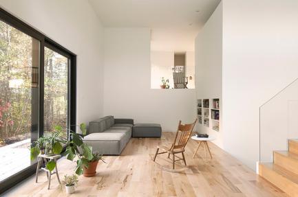 Dossier de presse | 1113-04 - Communiqué de presse | Maison Terrebonne - la SHED architecture - Architecture résidentielle - Salon - Crédit photo : Maxime Brouillet