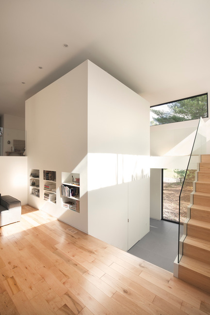 Dossier de presse | 1113-04 - Communiqué de presse | Maison Terrebonne - la SHED architecture - Architecture résidentielle - Volume central - Crédit photo : Maxime Brouillet