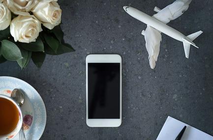 Dossier de presse | 747-03 - Communiqué de presse | The NewCorian® Charging Surface by DuPont - Scodesign Distribution Inc. - Produit - Crédit photo : DuPont