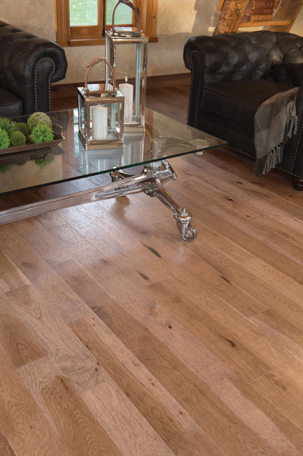 Press kit | 1639-02 - Press release | La collection Imagine : des planchers conçus pour mieux camoufler les aléas du quotidien - Planchers de bois franc Mirage - Residential Interior Design -  Old Hickory Tree Bark, Distressed Look<br>  - Photo credit:  Mirage Hardwood Floors