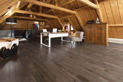 Press kit | 1639-02 - Press release | La collection Imagine : des planchers conçus pour mieux camoufler les aléas du quotidien - Planchers de bois franc Mirage - Residential Interior Design - Old Maple Sandstone, Cork Look<br> - Photo credit: Mirage Hardwood Floors