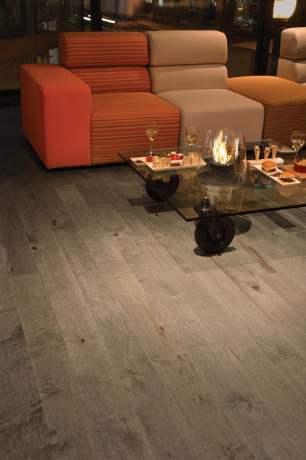 Press kit | 1639-02 - Press release | La collection Imagine : des planchers conçus pour mieux camoufler les aléas du quotidien - Planchers de bois franc Mirage - Residential Interior Design -  Old Maple Rock Cliff, Cork Look - Photo credit: Mirage Hardwood Floors<br>