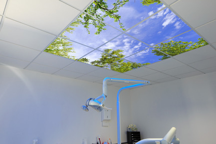 Press kit | 1846-01 - Press release | A light like a sky - SIMAR DESIGN - Lighting Design - 60x60 led light sky panels at a dentist place - Photo credit: SIMAR DESIGN