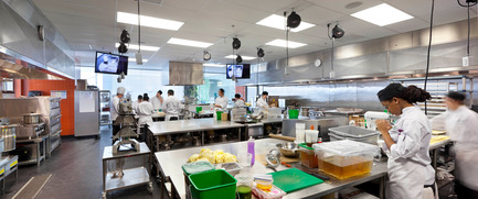 Press kit | 1866-01 - Press release | Durham College Centre for Food - Gow Hastings Architects - Institutional Architecture - Students prep ingredients in the large quantities kitchen - Photo credit: Tom Arban