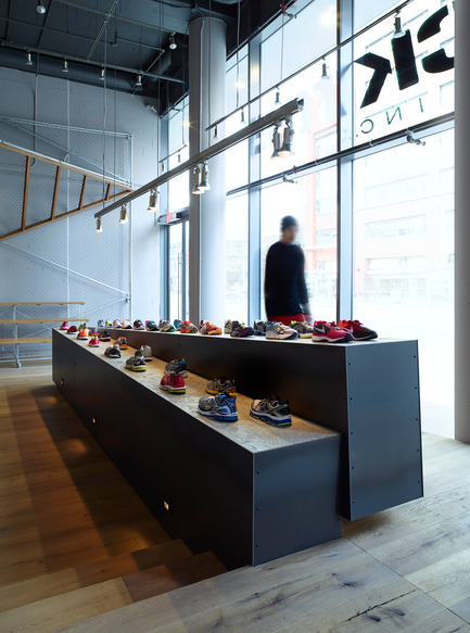 Press kit   1048-07 - Press release   +tongtong designs a high-end running store in downtown Toronto inspired by its urban context - +tongtong - Commercial Interior Design - Photo credit: Colin Faulkner Photography