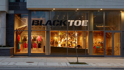 Dossier de presse | 1048-07 - Communiqué de presse | +tongtong designs a high-end running store in downtown Toronto inspired by its urban context - +tongtong - Design d'intérieur commercial - Crédit photo : Colin Faulkner Photography