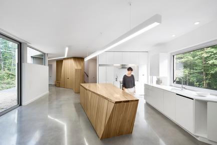 Press kit | 780-03 - Press release | House on Lac Grenier - Paul Bernier Architecte - Residential Architecture - Kitchen - Photo credit: Adrien Williams