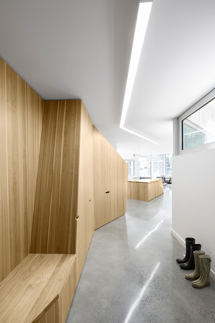 Press kit | 780-03 - Press release | House on Lac Grenier - Paul Bernier Architecte - Residential Architecture -         Entrance corridor       - Photo credit: Adrien Williams