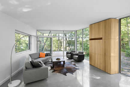 Press kit | 780-03 - Press release | House on Lac Grenier - Paul Bernier Architecte - Residential Architecture -         Living room       - Photo credit: Adrien Williams