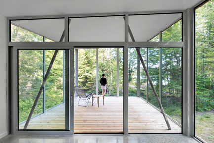 Press kit | 780-03 - Press release | House on Lac Grenier - Paul Bernier Architecte - Residential Architecture -         View from interior toward screened room       - Photo credit: Adrien Williams