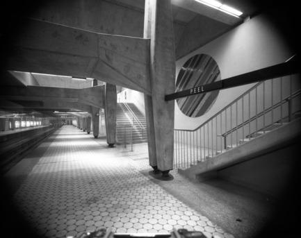 Dossier de presse | 748-25 - Communiqué de presse | L'œuvre de l'agence d'architecture Papineau Gérin-Lajoie Le Blanc présentée au Centre de design de l'UQAM - Centre de design de l'UQAM - Évènement + Exposition - Station de métro Peel -14 octobre 1966 - Crédit photo : Archives de Montréal, Fonds Service des affaires institutionnelles : CA M001 VM094-Y-1-09-D229