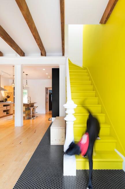 Dossier de presse | 1608-02 - Communiqué de presse | La Renaissance de Grand Trunk - Mark+Vivi - Architecture résidentielle - Sa route de briques jaune - Crédit photo : Adrien Williams