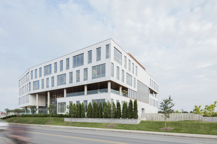 Dossier de presse | 846-17 - Communiqué de presse | Ceragres is celebrating its 25 years, looking toward the future - Ceragres - Product - Ventilated cladding / Headquarter Ordre des infirmières et des infirmiers du Québec - OIIQ, Montreal / Architects: Lemay  - Crédit photo : Adrien Williams