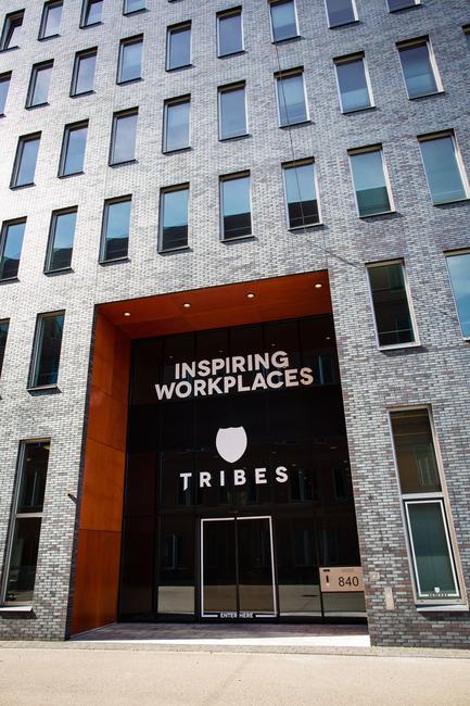 Dossier de presse   1177-02 - Communiqué de presse   Tribes inspiring workplaces - Ceramiche Refin S.p.A. - Commercial Interior Design - Tribes Eindhoven Entrance - Crédit photo : Rika Looij