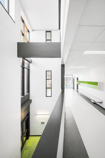 Press kit | 752-03 - Press release | Bronze tightrope walker… welcomes Park Extension schoolchildren - NFOE et associés architectes - Institutional Architecture - Interior view - Photo credit: Charles Lanteigne