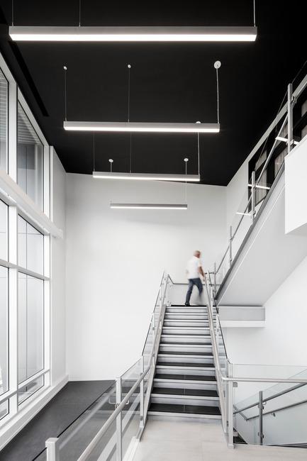 Press kit | 1538-02 - Press release | Le 1650, a modern facility, bold in design with a unique signature style - A2DESIGN Concepteurs stratégiques - Commercial Architecture - Le 1650 - Photo credit: Adrien Williams