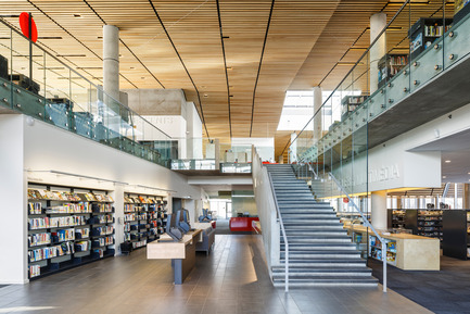 Press kit | 865-10 - Press release | The Bibliothèque du Boisé: Grand Prix d'excellence of OAQ 2015 - Cardinal Hardy* / Labonté Marcil / Éric Pelletier* architectes in consortium (*Lemay) - Institutional Architecture - Photo credit: Doublespace photography