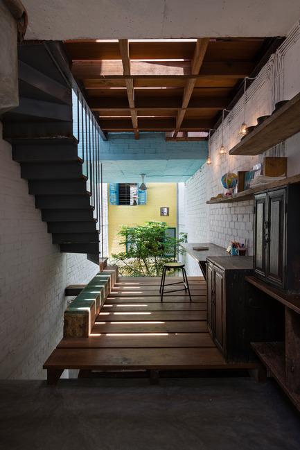 Dossier de presse | 1256-01 - Communiqué de presse | Saigon house - a21studĩo - Residential Architecture - The studying room looks to the courtyard  - Crédit photo : Quang Tran
