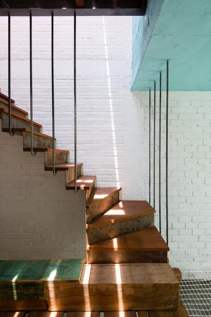 Dossier de presse | 1256-01 - Communiqué de presse | Saigon house - a21studĩo - Residential Architecture - Another stair  - Crédit photo : Quang Tran