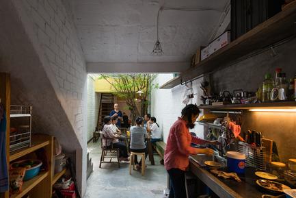 Press kit | 1256-01 - Press release | Saigon house - a21studĩo - Residential Architecture - The kitchen  - Photo credit: Quang Tran