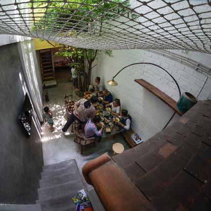 Dossier de presse | 1256-01 - Communiqué de presse | Saigon house - a21studĩo - Residential Architecture - Stair to the upper floors  - Crédit photo : Quang Tran