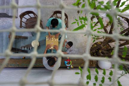 Dossier de presse | 1256-01 - Communiqué de presse | Saigon house - a21studĩo - Residential Architecture - View to the ground from net.  - Crédit photo : Quang Tran