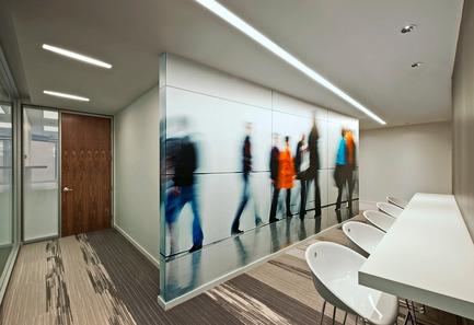 Press kit | 1152-05 - Press release | Ambiance vaporeuse et ponctuations dynamiques pour Microsoft - LumiGroup - Architecture commerciale -  Éclairage architectural de LumiGroup  - Photo credit: Lee Work Studio