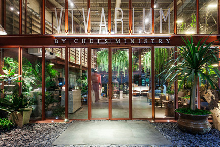 Press kit | 1972-01 - Press release | 'Vivarium' - A Tractor Warehouse Turned Restaurant by Hypothesis Won the INSIDE Award 2015 - Hypothesis - Commercial Interior Design -  The entrance to the restaurant  - Photo credit:  Hypothesis