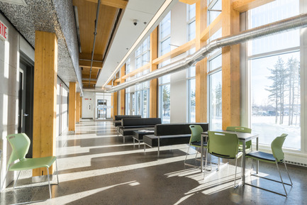 Press kit | 755-04 - Press release | Alouette University Building, UQAC - BGLA | Architecture + Design urbain - Institutional Architecture - Atrium - Photo credit: Optik 360°