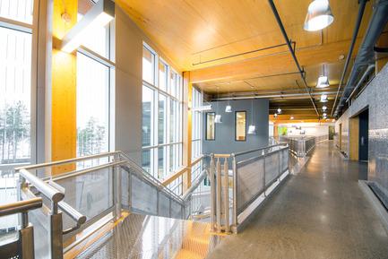 Press kit | 755-04 - Press release | Alouette University Building, UQAC - BGLA | Architecture + Design urbain - Institutional Architecture - Atrium upstairs - Photo credit: Optik 360°