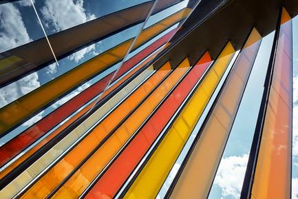 Press kit | 1980-01 - Press release | Yazgan Design wins the 'Innovative Use of Color Award' at WAF 2015 - Yazgan Design Architecture - Competition - Colorful sunshading element detail - Photo credit: Yunus Özkazanç