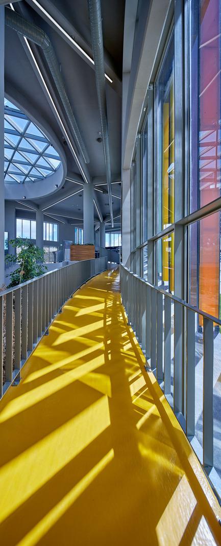 Press kit | 1980-01 - Press release | Yazgan Design wins the 'Innovative Use of Color Award' at WAF 2015 - Yazgan Design Architecture - Competition - Interior Ramp detail - Photo credit: Yunus Özkazanç
