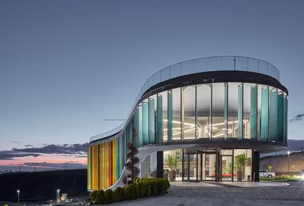 Press kit | 1980-01 - Press release | Yazgan Design wins the 'Innovative Use of Color Award' at WAF 2015 - Yazgan Design Architecture - Competition - Evening exterior view - Photo credit: Yunus Özkazanç