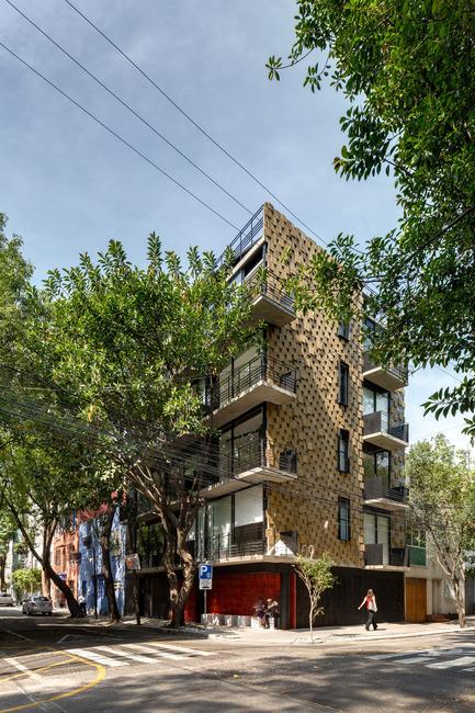 Dossier de presse | 1825-01 - Communiqué de presse | Just Be Apartments - Arqmov Workshop - Residential Architecture -  Main Façade  - Crédit photo : Rafael Gamo
