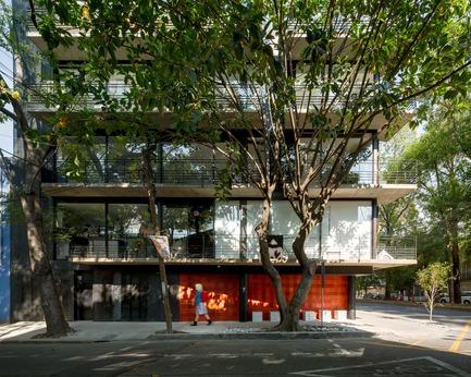 Dossier de presse | 1825-01 - Communiqué de presse | Just Be Apartments - Arqmov Workshop - Residential Architecture - Reynosa Street Facade - Crédit photo : Rafael Gamo