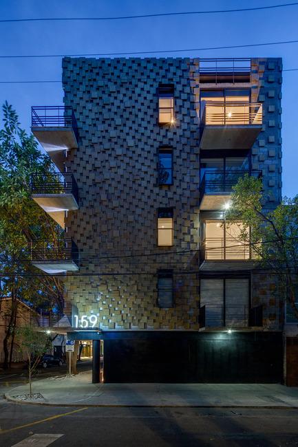 Dossier de presse | 1825-01 - Communiqué de presse | Just Be Apartments - Arqmov Workshop - Residential Architecture -  Main Façade, Night