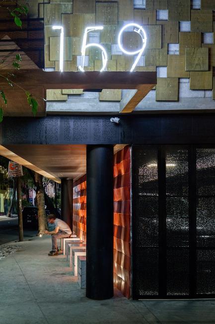 Dossier de presse | 1825-01 - Communiqué de presse | Just Be Apartments - Arqmov Workshop - Residential Architecture - Benches - Crédit photo : Rafael Gamo