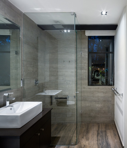 Dossier de presse | 1825-01 - Communiqué de presse | Just Be Apartments - Arqmov Workshop - Residential Architecture -  Bathroom - Crédit photo : Rafael Gamo