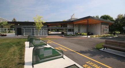 Press kit | 1170-02 - Press release | Golf Welcome Pavilion at Maisonneuve Park - Ville de Montréal - Institutional Architecture - View from the driving range - Photo credit: Vincent Audy<br>
