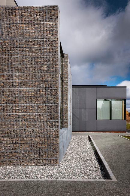 Press kit | 755-05 - Press release | Industrial Residues Technological Center (CTRI) - Groupe Conseil Trame / BGLA - Institutional Architecture - View of gabion walls contrasting with fiber-cement panels - Photo credit: Christian Perreault