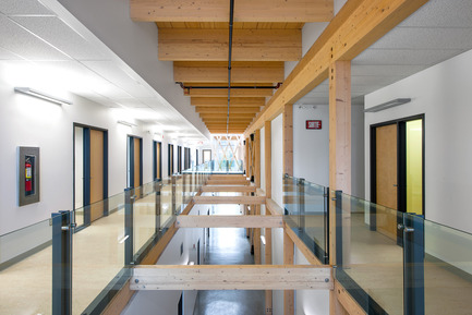 Press kit | 755-05 - Press release | Industrial Residues Technological Center (CTRI) - Groupe Conseil Trame / BGLA - Institutional Architecture -  View of the atrium crossing the second floor space   - Photo credit: Christian Perreault