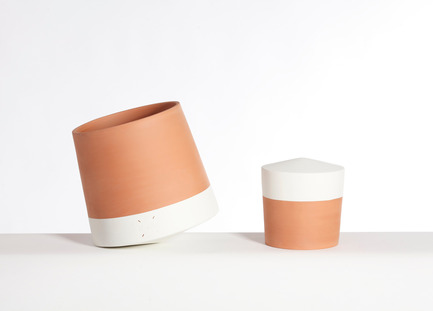 Press kit | 2019-01 - Press release | Voltasol, the rolling flowerpot - Studio BAG Disseny - Product - Voltasol white, 2 sizes.<br> - Photo credit: Jordi Roca<br>