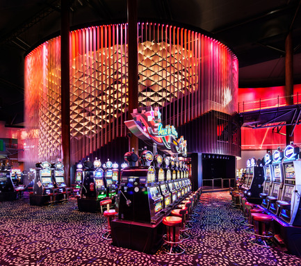 Press kit | 621-23 - Press release | Une mise en lumière immersive pour le Casino du Lac-Leamy - Lightemotion - Lighting Design - Photo credit: Stéphane Brugger