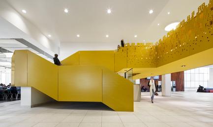 Dossier de presse | 673-14 - Communiqué de presse | Les lauréats de la 9e édition des Grands Prix du Design sont… - Agence PID - Concours - Prix aire commune<br>Réaménagement des espaces publics - Pavillon Ignace-Bourget du Collège Bois-de-Boulogne<br>Héloïse Thibodeau architecte - Crédit photo : Brugger